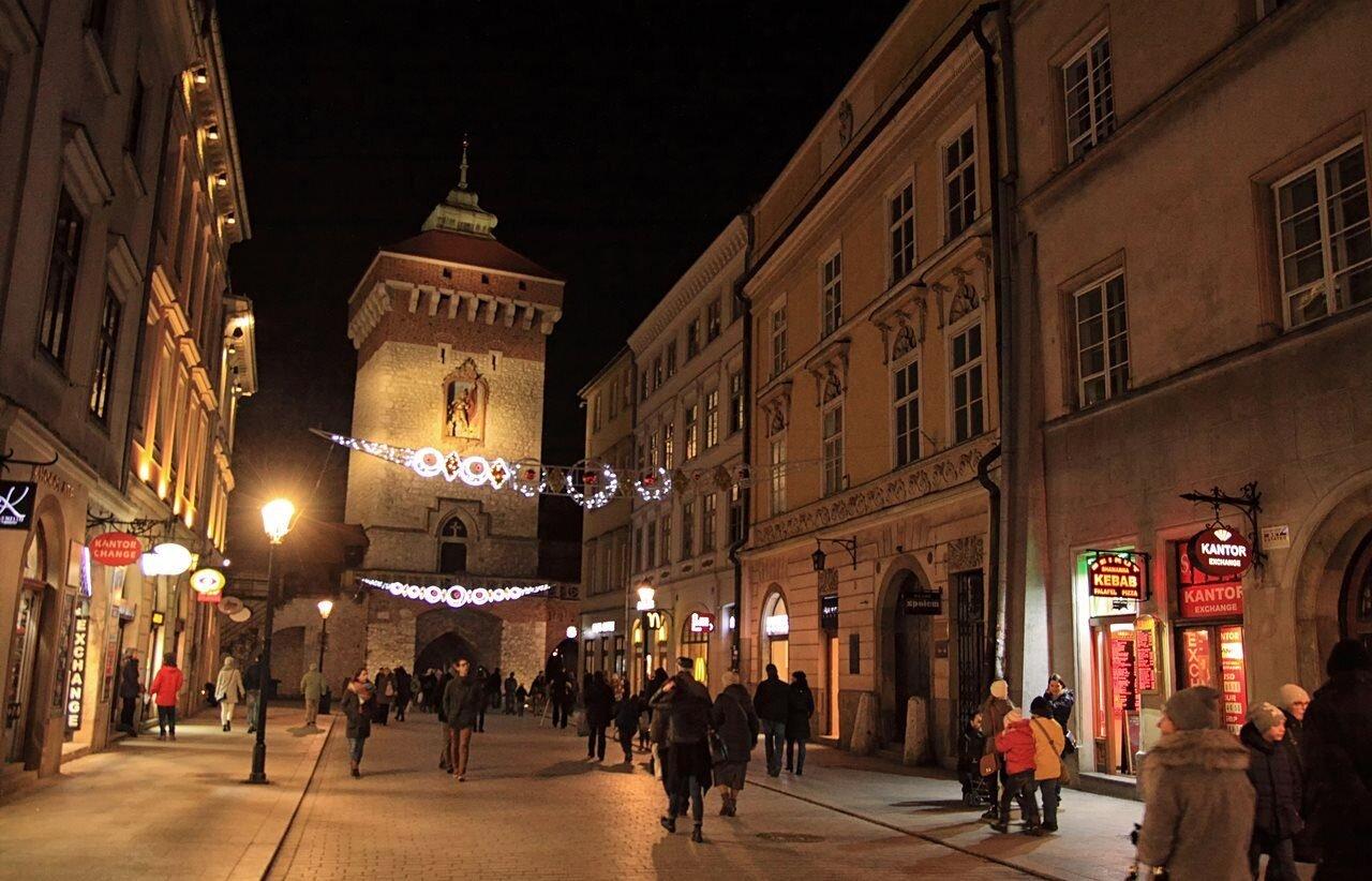 Kraków - brama i ulica Floriańska nocą