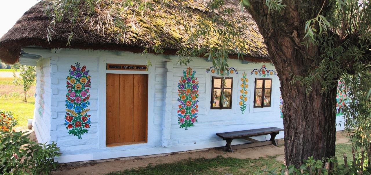 Malowana Wieś Zalipie  - Zagroda Felicji Curyłowej i Dom Malarek w kolorowych kwiatach